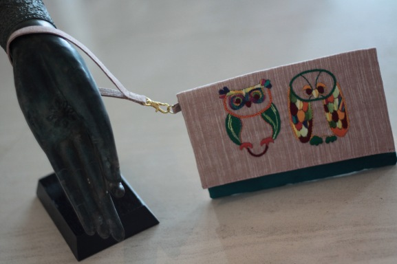The Owl 3Material : linenColour : beige and green with yellow liningLength : 20cmHeight : 13cm