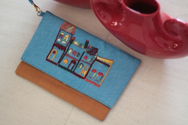 The Buildings 9 Material : linen Colour : blue and orangey khaki with yellow lining Length : 20cm Height : 13cm