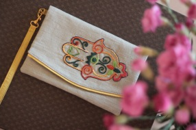 The Hand of Fatima 21 - SOLDMaterial : linenColour : beige with yellow liningLength : 20cmHeight : 13cm