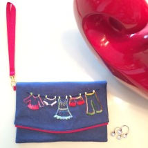 The Clothesline 8Material : linenColour : blue with red liningLength : 20cmHeight : 13cm
