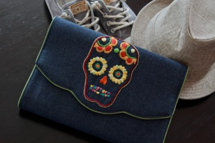 The Skull 15 Material : denim Colour : dark blue denim with lime green colour sides and lining Length : 28cm Height : 20cm Width : 5cm (flexible)