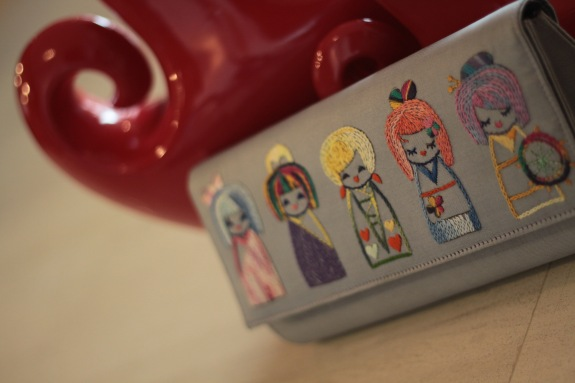 The Kokeshi 8 - SOLDMaterial : silkColour : silver with purple colour liningLength : 27cmHeight : 12cmWidth : 6cm