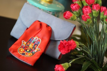 The Hand of Fatima 21Material : suedeColour : soft blue with red silk embroidered front pieceLength : 18cmHeight : 12cmWidth : 3cm